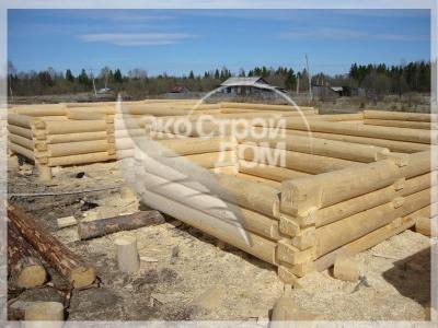 Строительство сруба ручной рубки в лапу